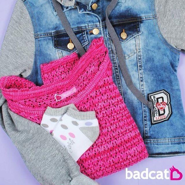 para ficar bem quentinha: tricot + jaquetinha jeans ❤️ muito amor! #badcatOriginal  www.badcat.com.br Jaqueta com Manga de Moletom R$98,00 Tricot badcat (promo) R$45,00 KIt Meias (2 pares) R$20,00