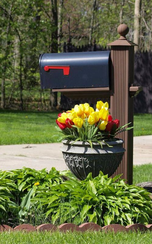 15 Mailbox Planter Ideas To Spruce Up Your Street Mailbox Landscaping Mailbox Garden Mailbox Planter