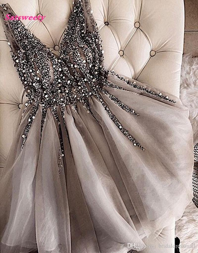 Großhandel Sparkle Kristall Perlen Kurze Cocktailkleider Grau Heimkehrkleid Doppel V Ausschnitt Sexy Glänzende Mini Prom Kleider Abiye Vestidos Von Bridaldressmall, 65,88 € Auf De.Dhgate.Com | Dhgate
