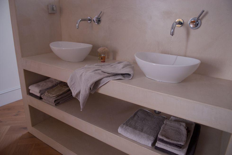 Naadloze ruimtes met Microcement! Het vergt weinig onderhoud en is waterdicht. gemakkelijk schoon te maken met slechts een dwijl.