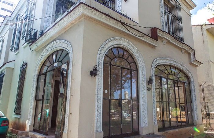 VHPLZOF01 Mansion for sale in Vedado Point 2 Cuba