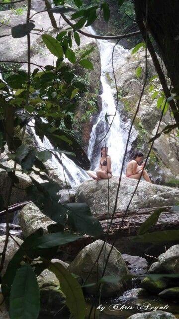 Quarta cachoeira. A pedra interrompe o fluxo da água formando assim duas quedas. Lugar agradabilíssimo.