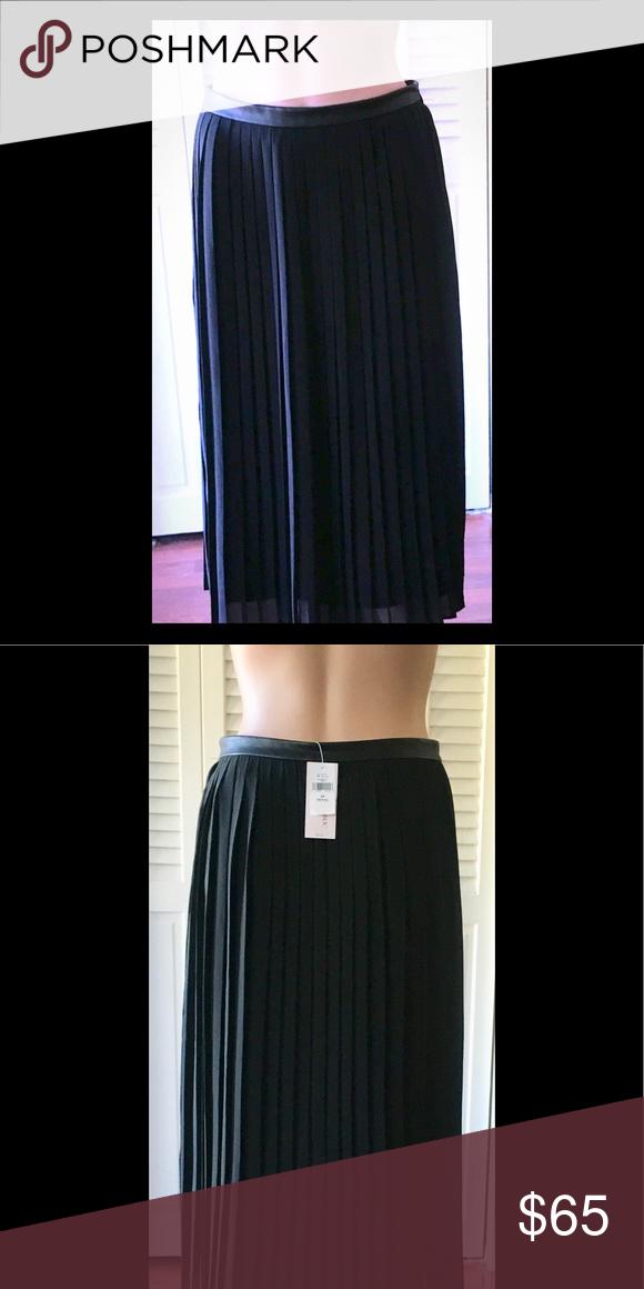 8043fa83d6 BANANA REPUBLIC💐Beautiful Pleated Skirt!💐NWT! Gorgeous Skirt with Faux  Leather Trim at Waist! Side Zipper! Banana Republic Skirts Midi