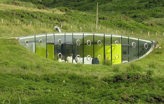 Malator earth house in druidston pembrokeshire wales for Malator underground eco house