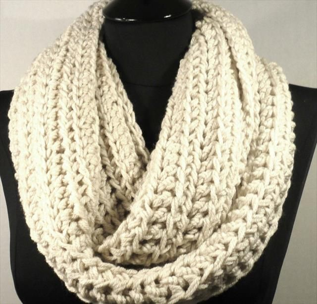 10 Crochet Infinity Scarf Patterns | Crochet infinity scarf pattern ...