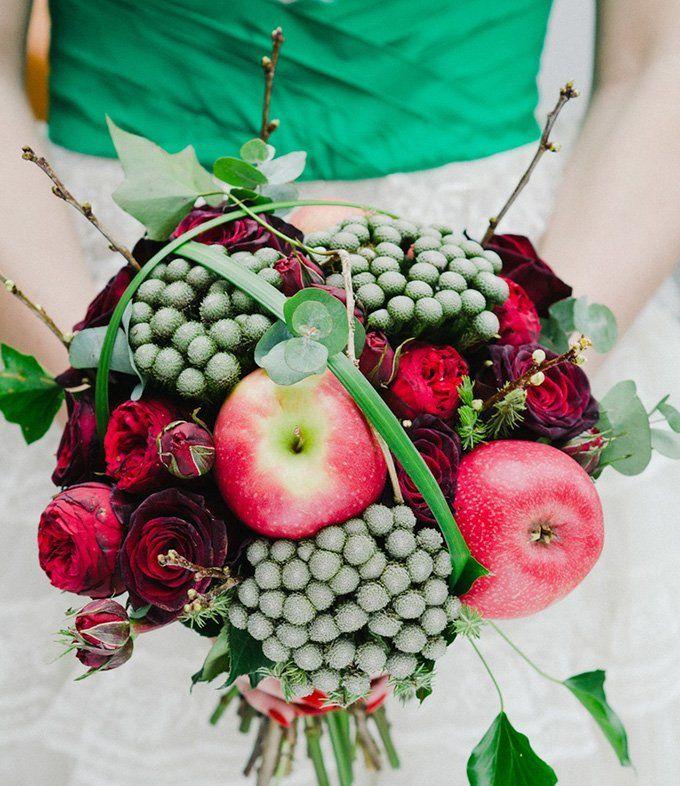 Slubna Awangarda Czyli Bukiety Z Owocow I Warzyw Kwiaty Wnetwesele Pl Unique Wedding Bouquet Unique Bridal Bouquets Blush Floral Design