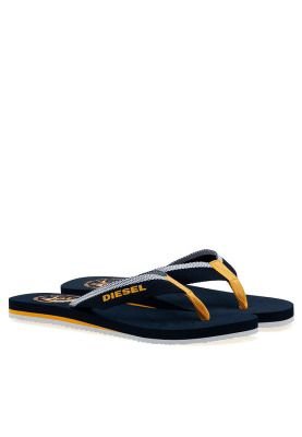 Adding casual comfort to your daily wear, the Maka flip flops from Diesel are a total must have. Perfect for the summers, they pair well with denims or shorts. #Namshi #Diesel #flip-flops