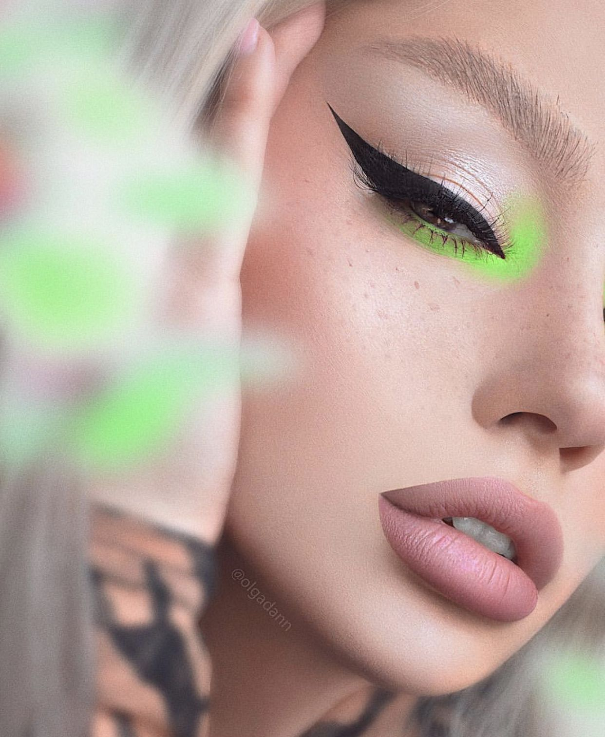 Maquillage néon Maquillage yeux coloré, Maquillage