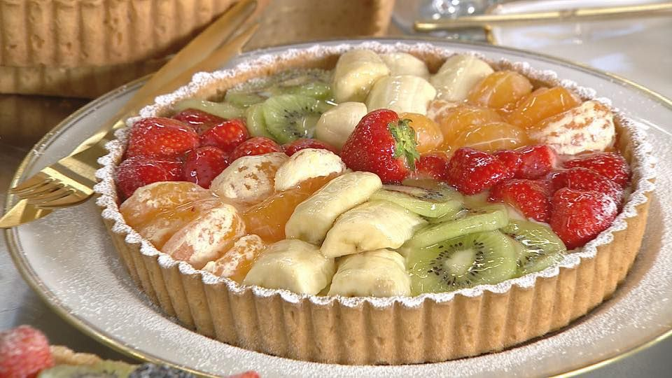 Μια ζουμερή τάρτα με φρούτα απο τον Στέλιο Παρλιάρο, γεμάτη με ...