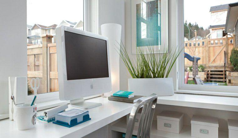 Décoration intérieure maison en blanc et couleurs pastel