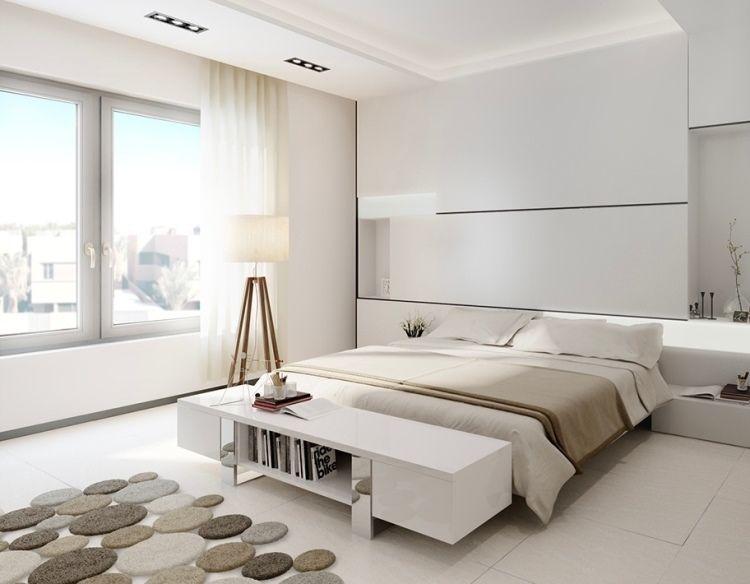 chambre claire en blanc neige, lampadaire vintage en bois massif