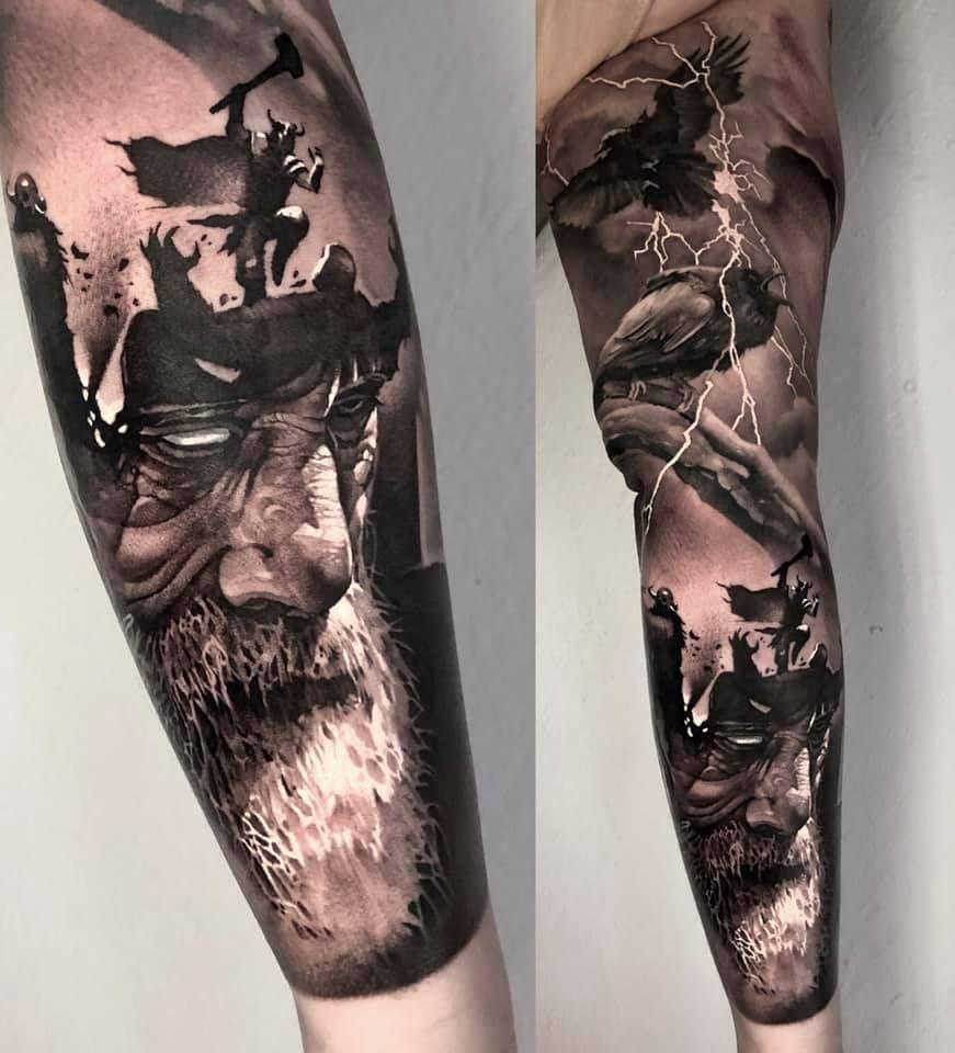Wikinger Tattoo Am Unterarm Kompass Runen