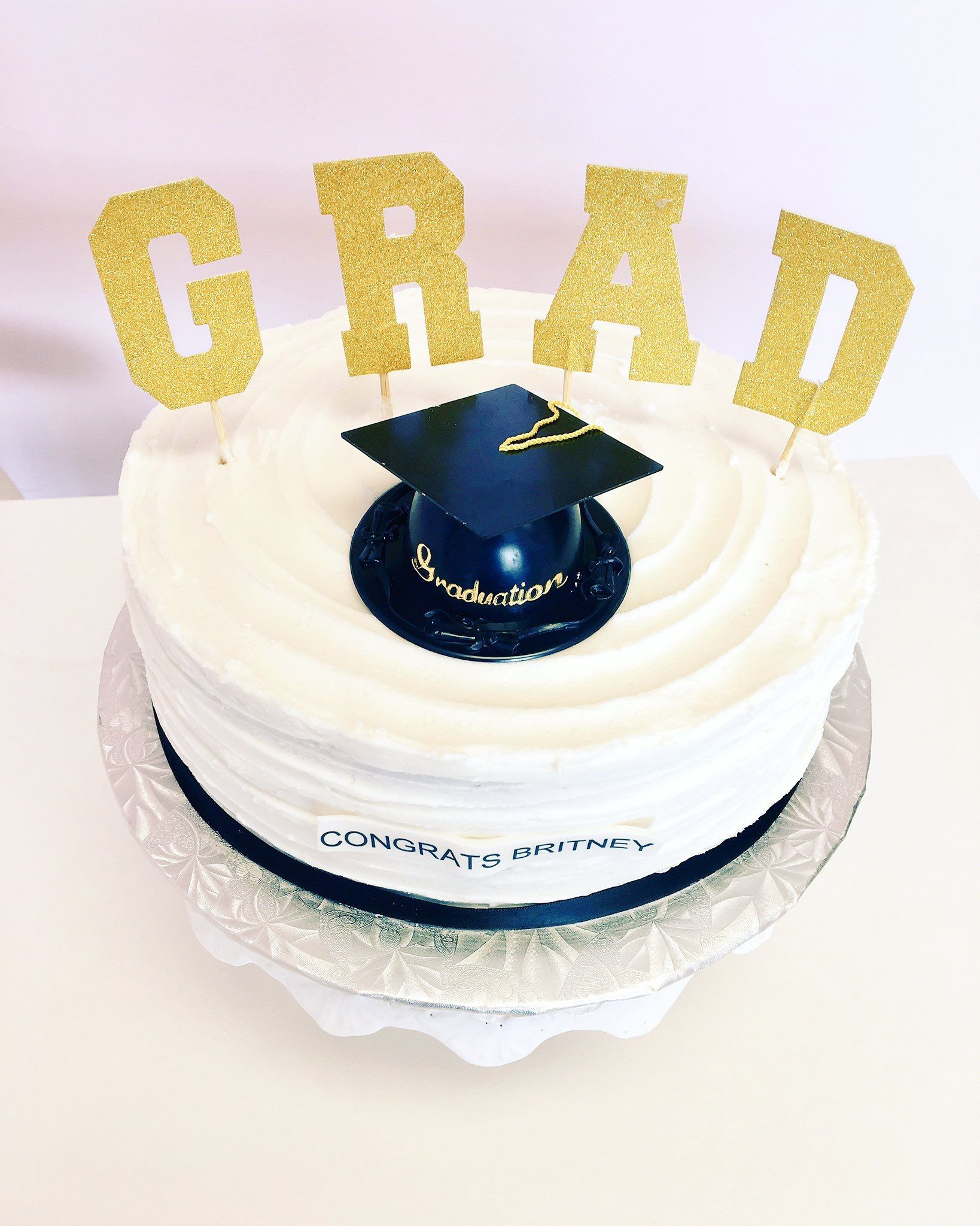 Graduation Cake #DvasCakes #Cambridge | Custom Cakes | Pinterest ...