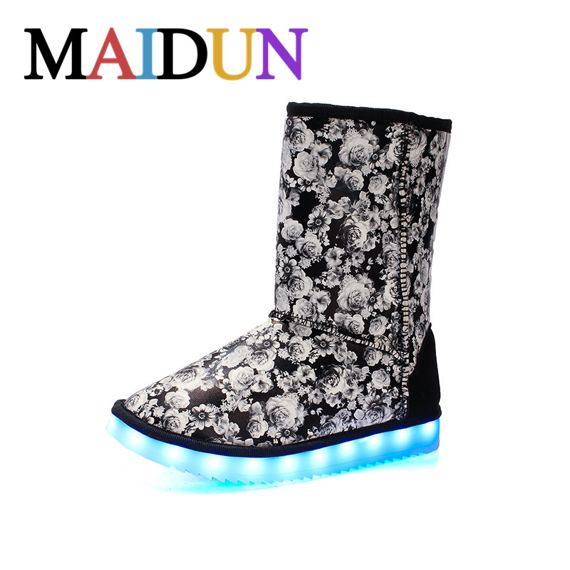 69.30$  Buy here - http://aliin5.worldwells.pw/go.php?t=32782583578 - LED Shoes woman snow boots  Light Up Luminous high top shoes women warm boots plush winter Superstar colorful Casual Hot Fashion