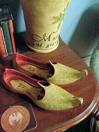 f9222ddc2267 charogh is the Persian slippers that made of leather and considered as art  industries