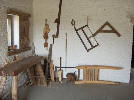 medieval carpenter tools