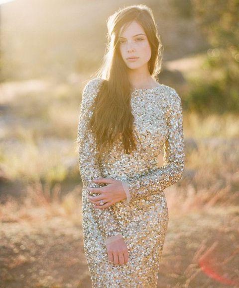 21 preciosos vestidos de novia de color dorado | novias glitter