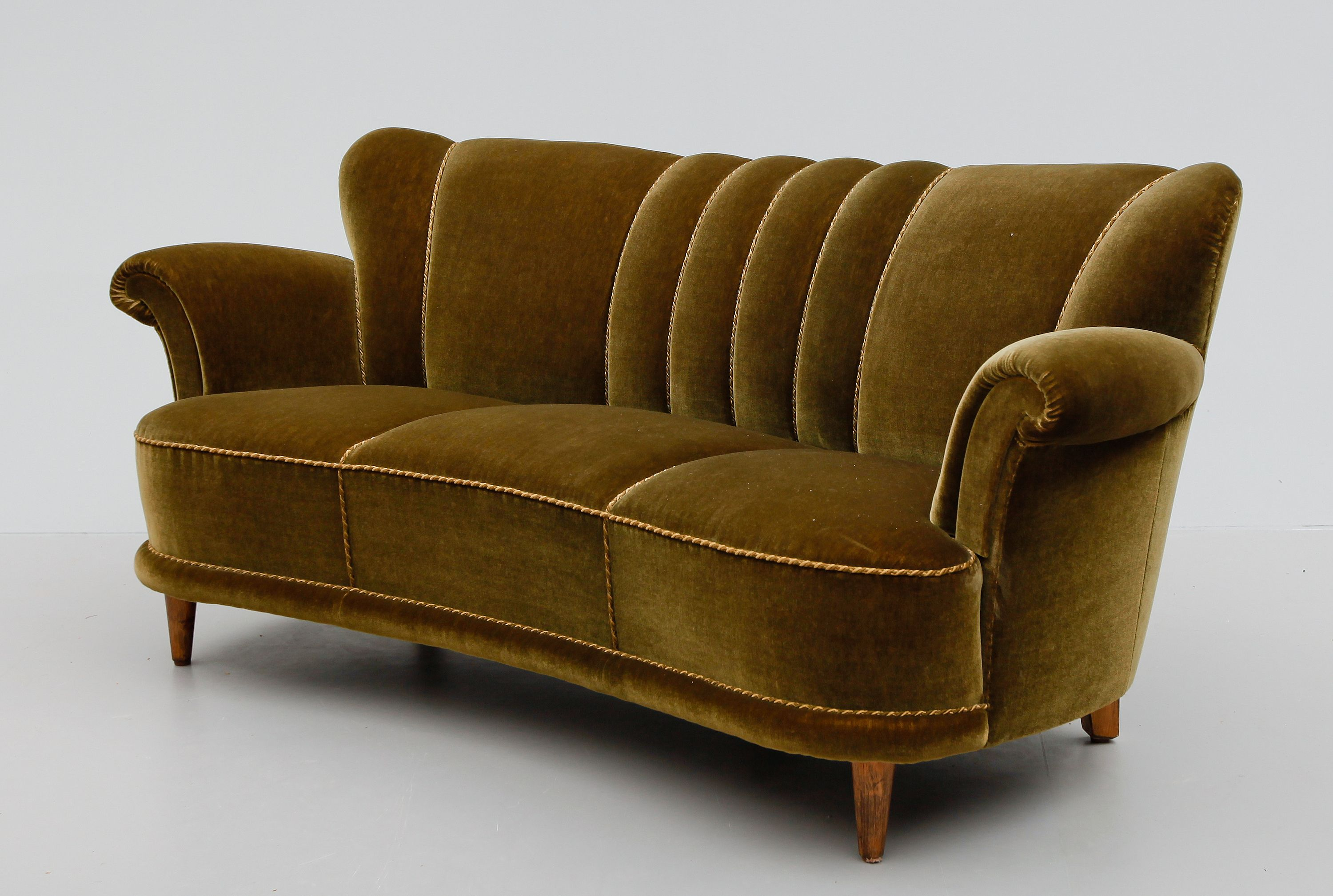a sofa in the forties reclining sofas and loveseats cheap 1940s cars had curves women