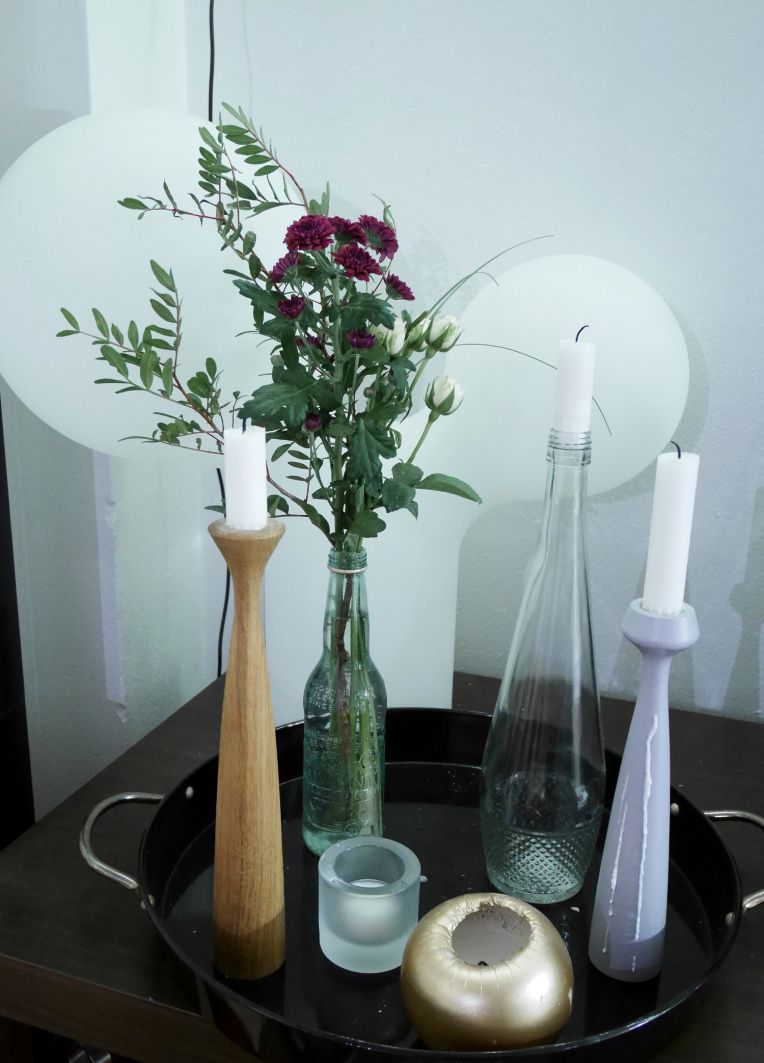 Weekend flowers with Applicata candle holders are quite nice to look at.