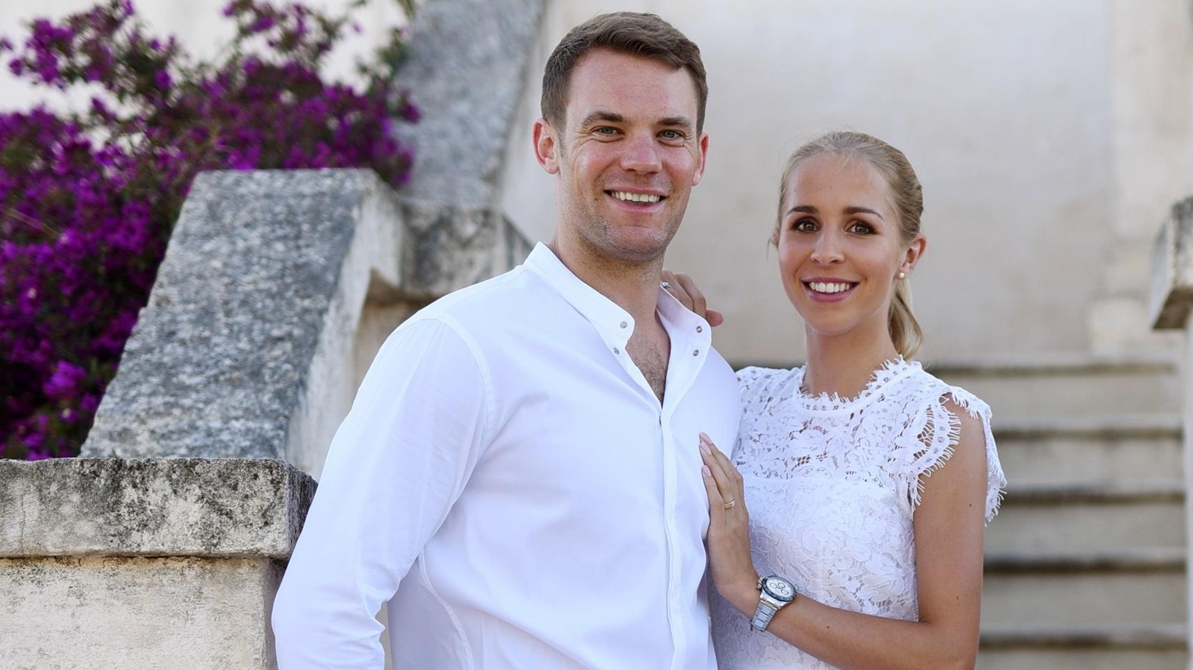 Seltenes Liebesfoto Von Nina Und Manuel Neuer Kleid Hochzeit Hochzeit In Italien Hochzeit