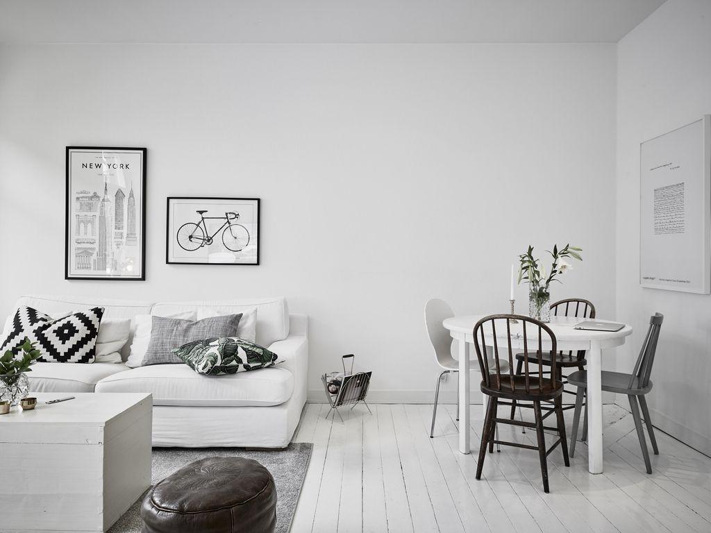 Kleine witte woonkamer met witte meubels | huis | Pinterest - Witte ...
