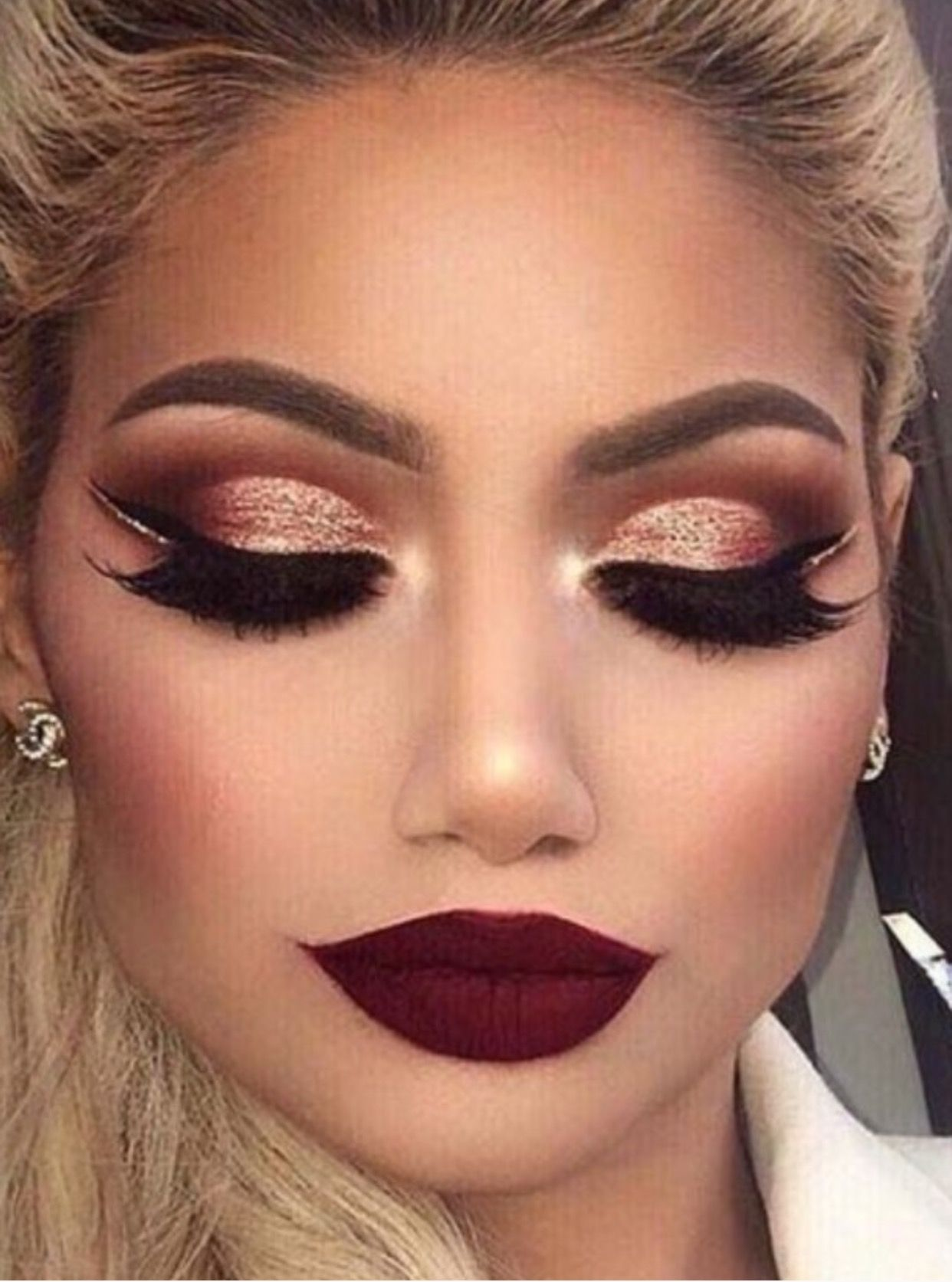 Pin by Actorsimage on Maquillaje  Red eye makeup, Maroon eye