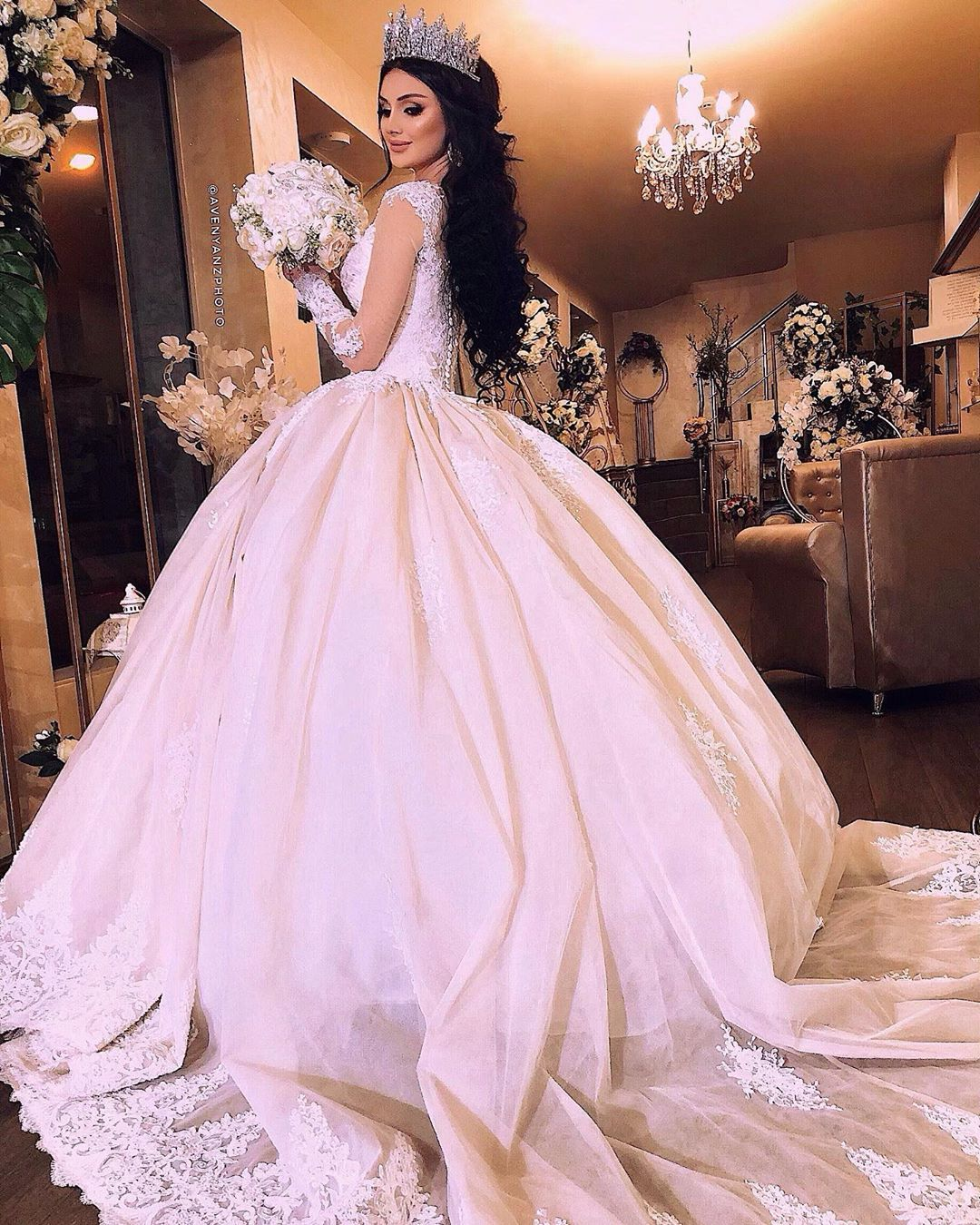Pin By Lydia Moran On Dress Wedding Queen Dress Disney Princess Dresses Weeding Dress