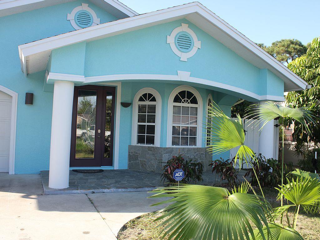 Blu albawalk to beachnew large heated homeaway