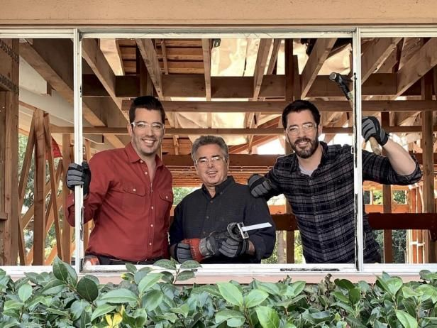 'The Property Brothers' Tackle Renovation at 'The Brady Bunch' House With Maureen McCormick and Chris Knight #bradybunchhouse