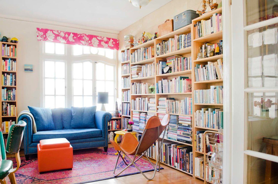 This Author's Cozy San Francisco Apartment Is Bursting With Books ...