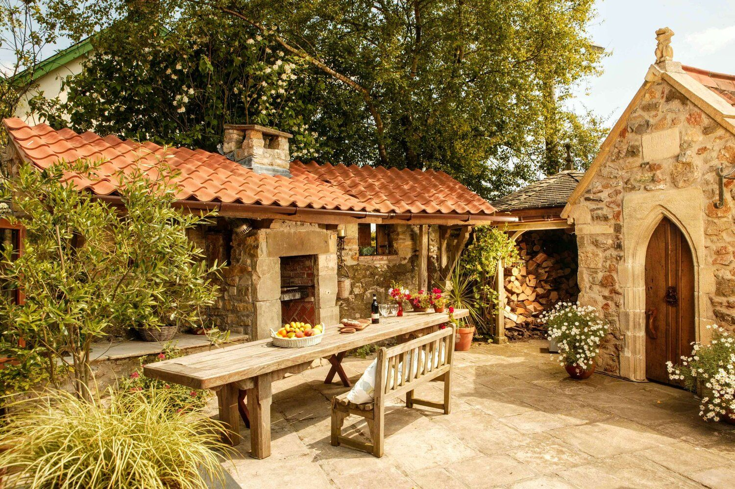 Spindle Cottage Is A 17th Century Property That Today Provides Charming Self Catering Accommodation Located In The Small West Cou In 2020 Holiday Cottage Cottage Hotel