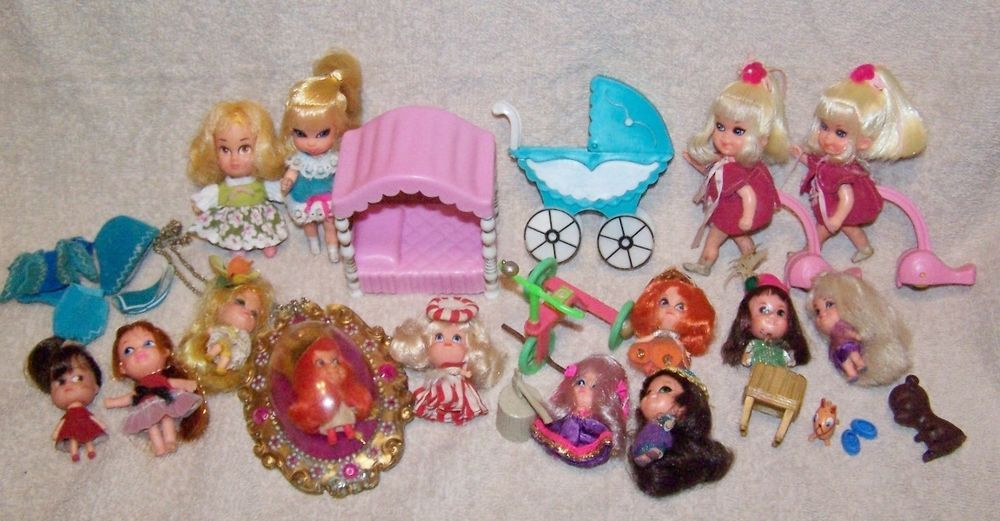 This lot consists of some little kiddles, storykins, skiddles, and maybe some other dolls. The dolls are in good played with condition and may require some cleaning, ect.