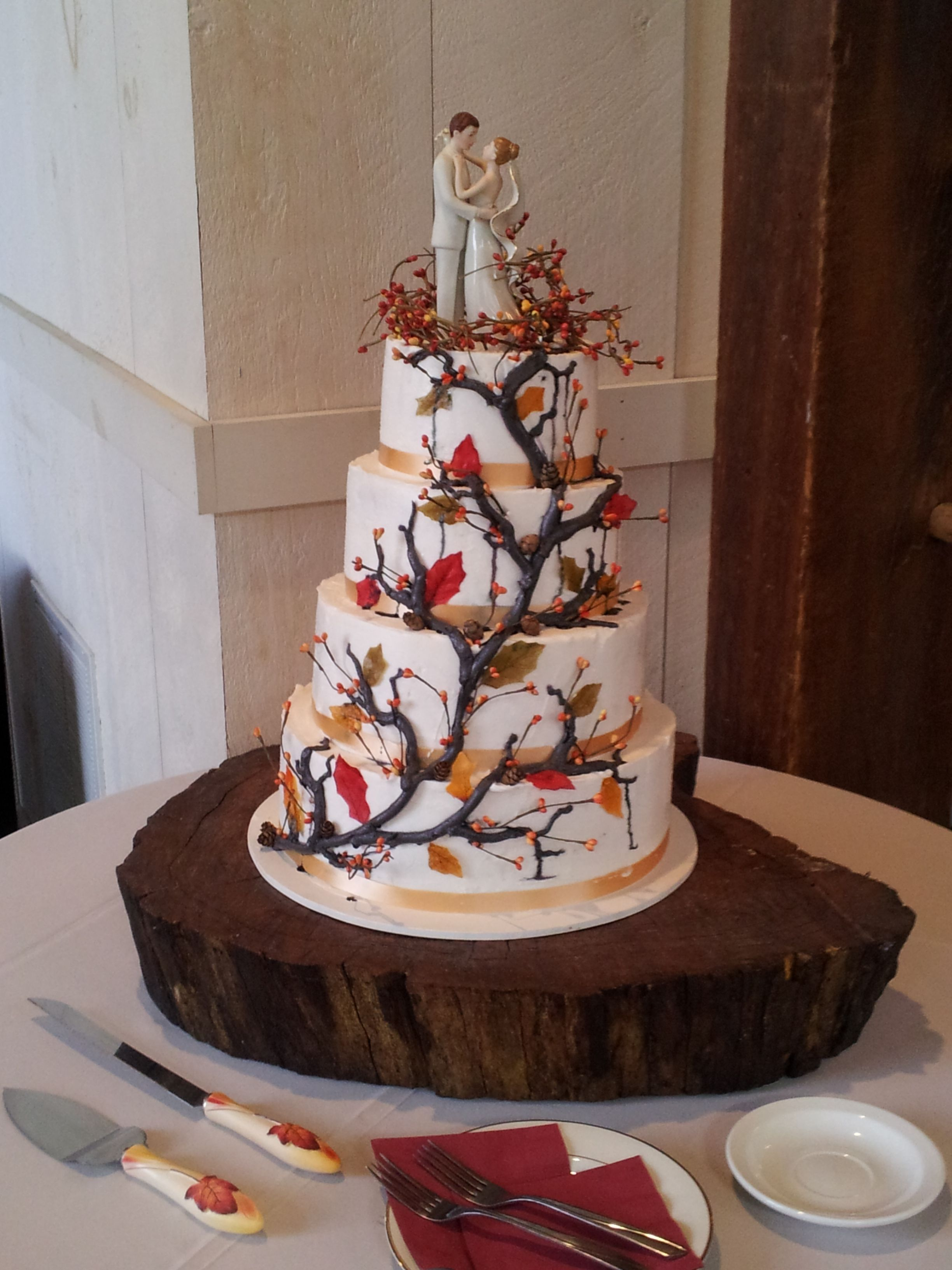 Fall Tree Vine Wedding Cake With Images Gorgeous Wedding