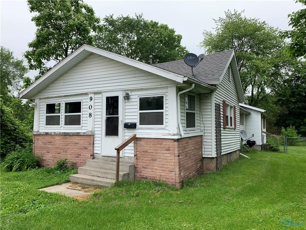 AFFORDABLE 3 BEDROOM 1 BATH HOME THAT NEEDS A LITTLE TLC