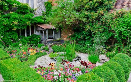 The Slower You Go The Bigger Your World Gets Luxury Garden Garden Decor Garden Design