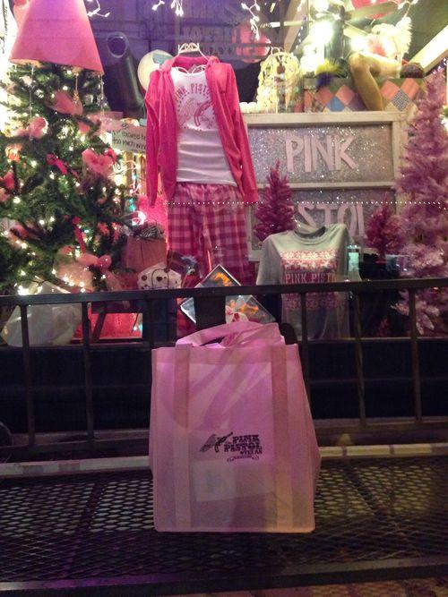 Miranda Lambert Lindale Texas   Pink pistol Miranda Lambert s store in Lindale Texas