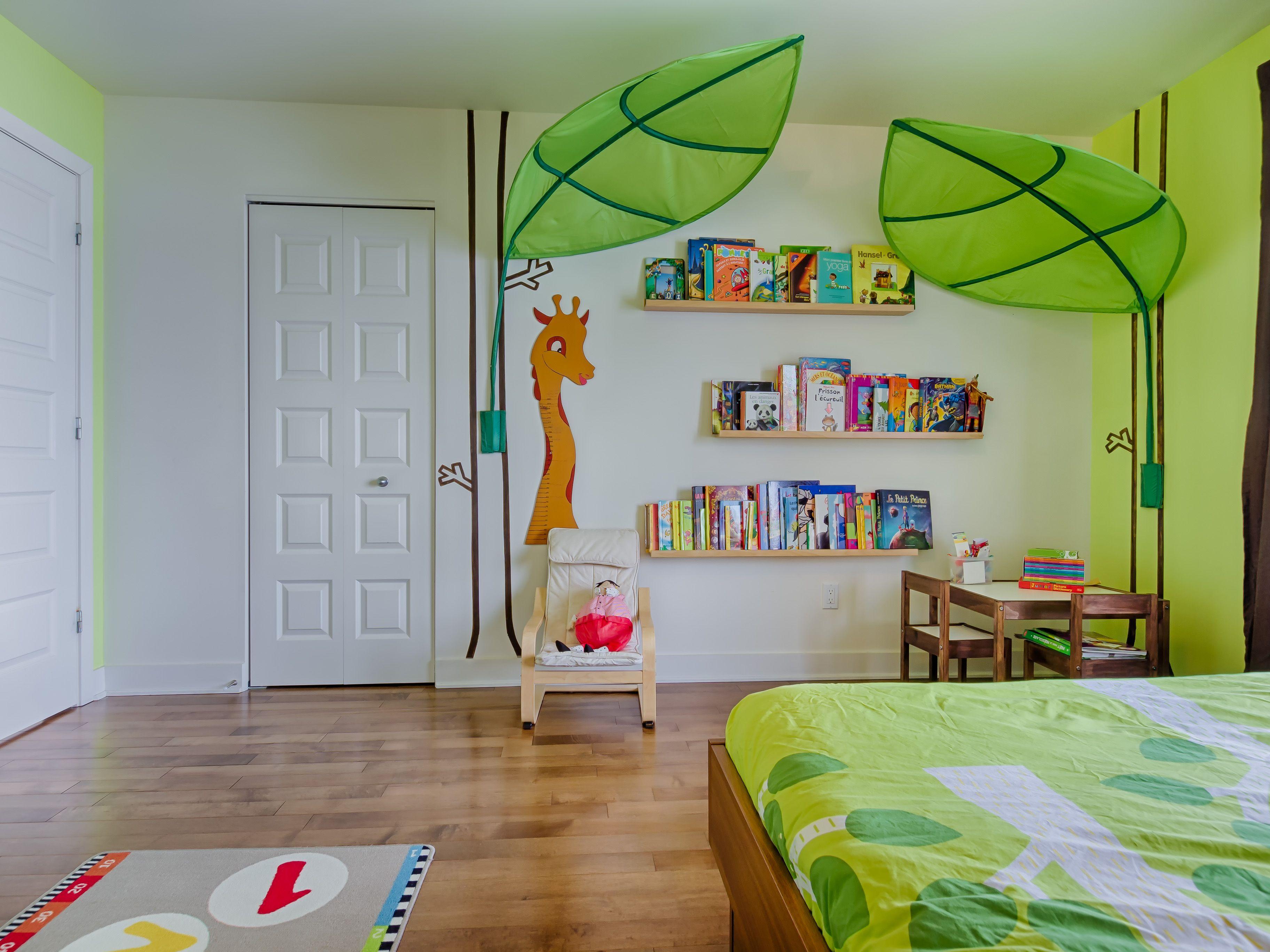 Children\'s room with reading corner / Chambre d\'enfant avec coin ...