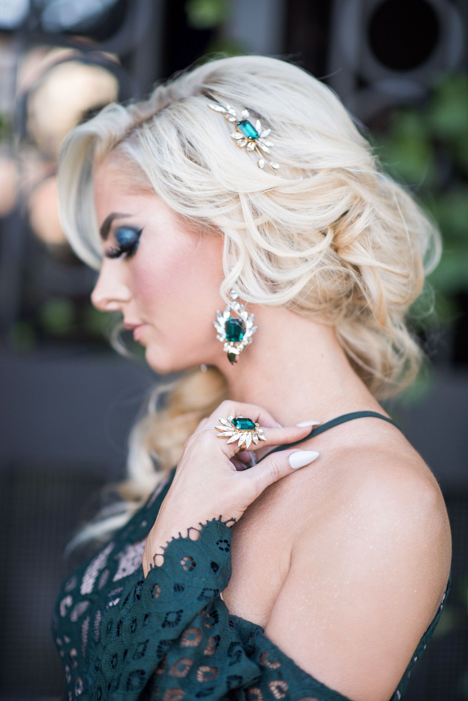 Makeup with emerald green dress  FEATURED Emerald Green In The City with Jasmine Hoffman and I Like