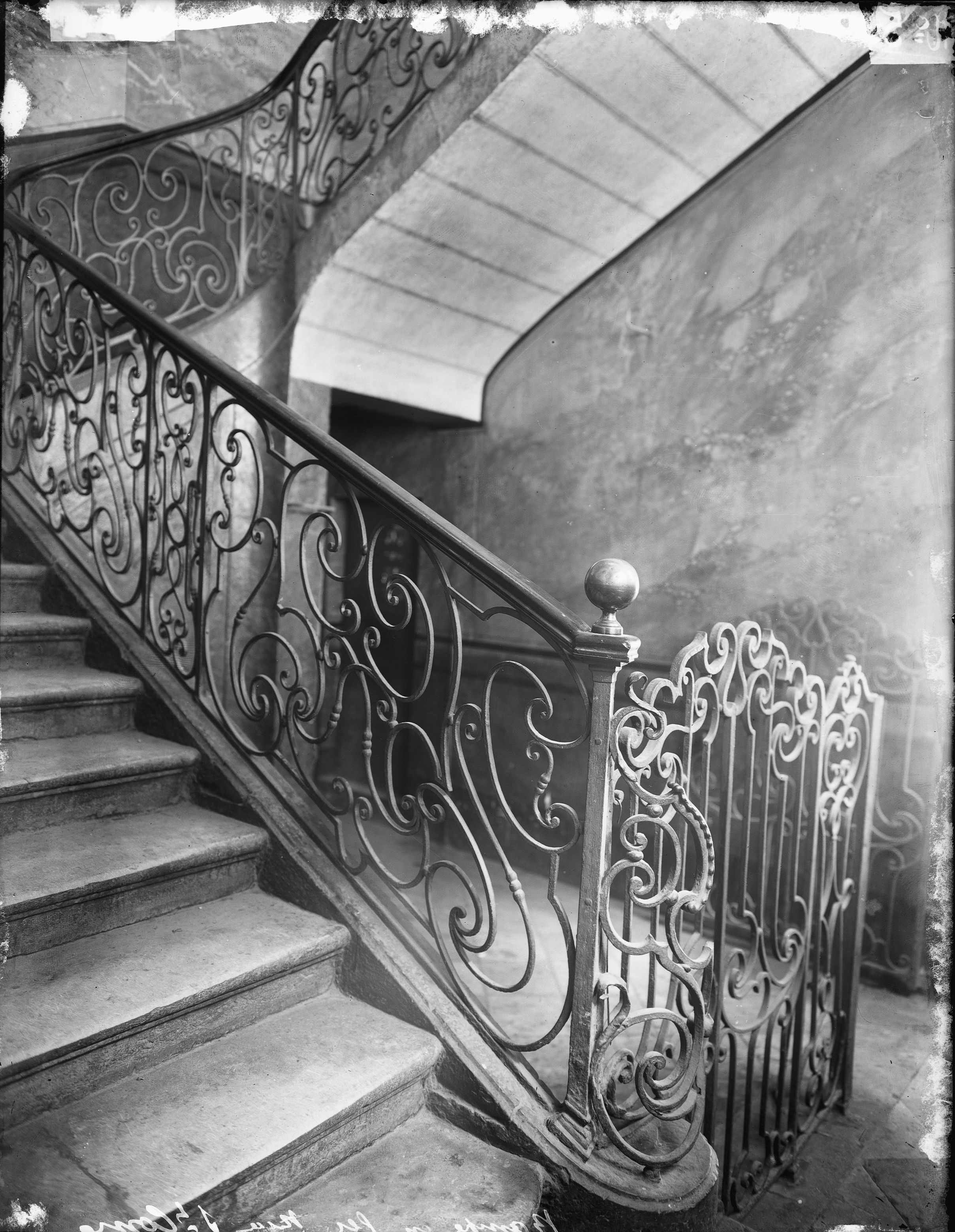 rampe d 39 escalier en fer forg photographie de jules sylvestre 1859 1936 lyon rue chavanne. Black Bedroom Furniture Sets. Home Design Ideas