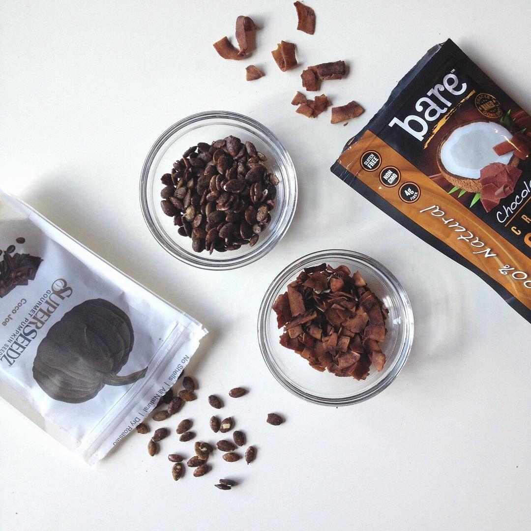 Some days call for naturally flavored chocolate snacks! @superseedz #barepair #fallsnacking #chocolate #healthysnacks #pumpkinseeds #locoforcoco #snacksgonesimple