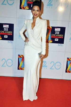 Star Screen Awards 2018 Worst Dressed Deepika Padukone Ranveer Singh And Shraddha Kapoor S Fashion Faux Dresses Fashion Ranveer Singh