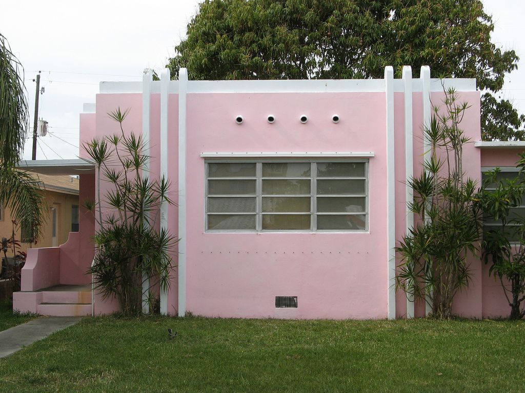 Architecture, Simple Art Deco Homes In Hot Pink Color Mixed With Small Tempered Glass Window And Four Round Ventilations Also Green Grass Yard: An Awesome Art Deco Style To Create The Gorgeous Ambiance In The House
