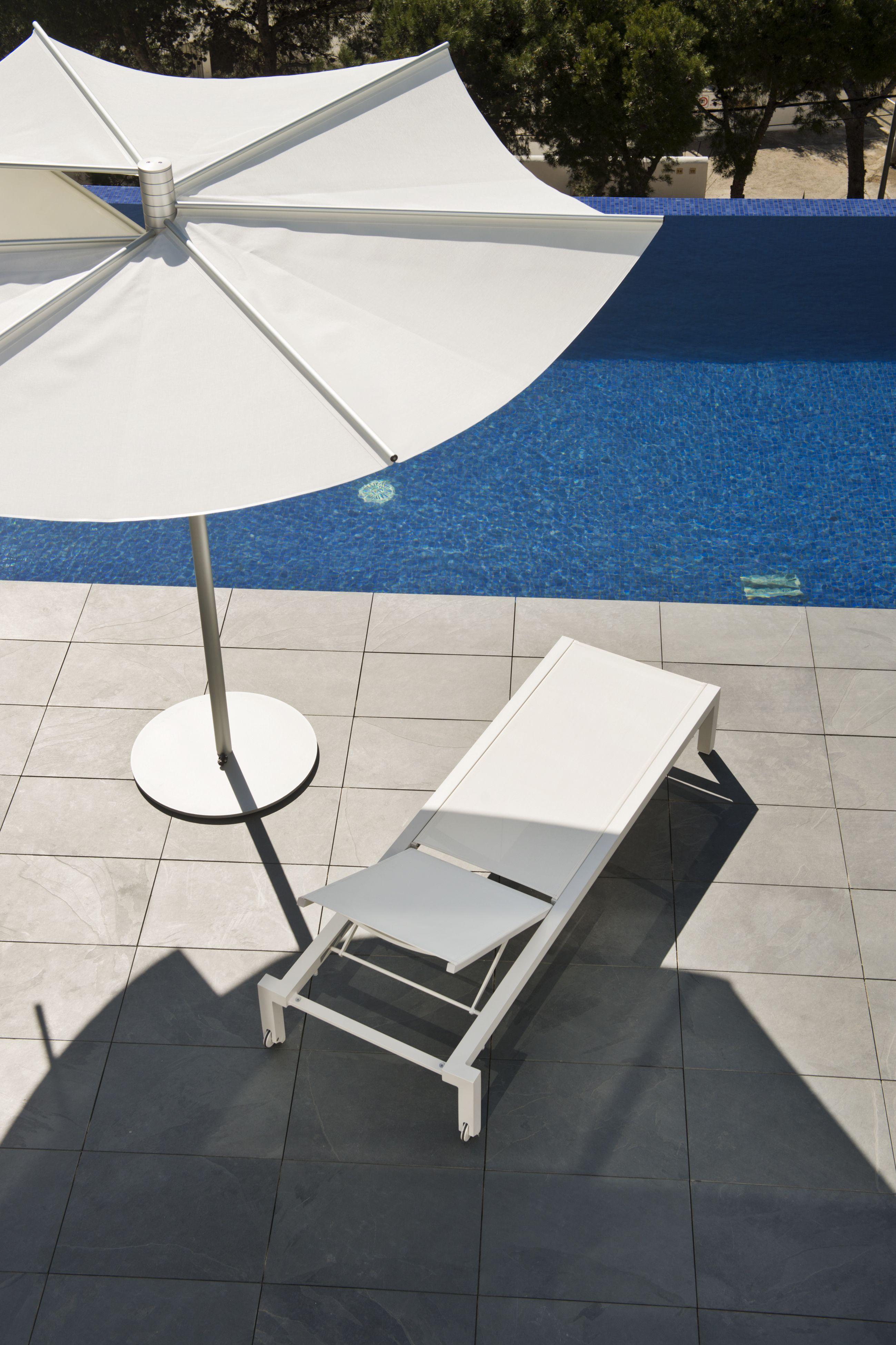 OM sun shade & UNA sun loungers www.calma.cat