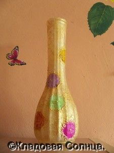 Decorate faceted glass vase with lacquer