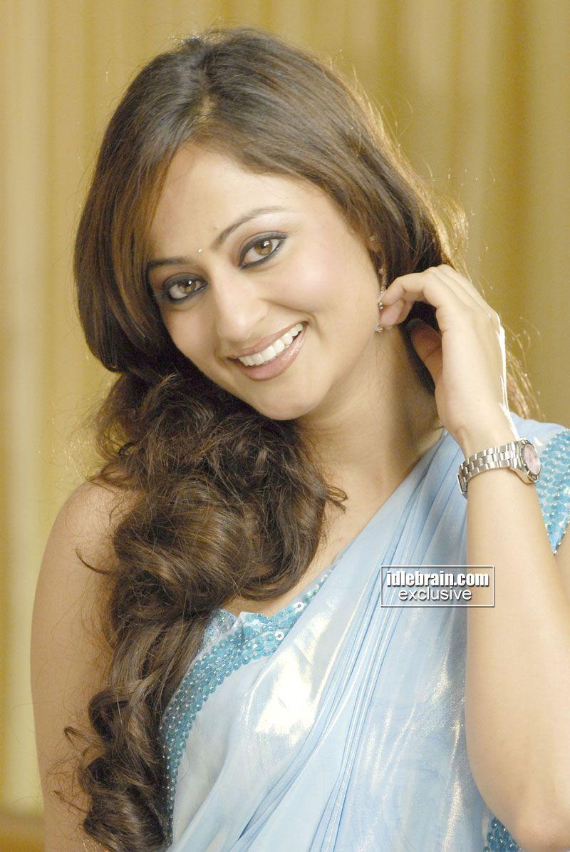 Kaveri Jha photo gallery Telugu cinema actress Kaveri
