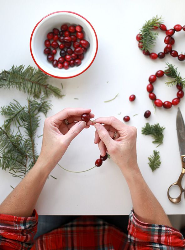 DIY Mini Cranberry Wreath Place Cards - Say Yes