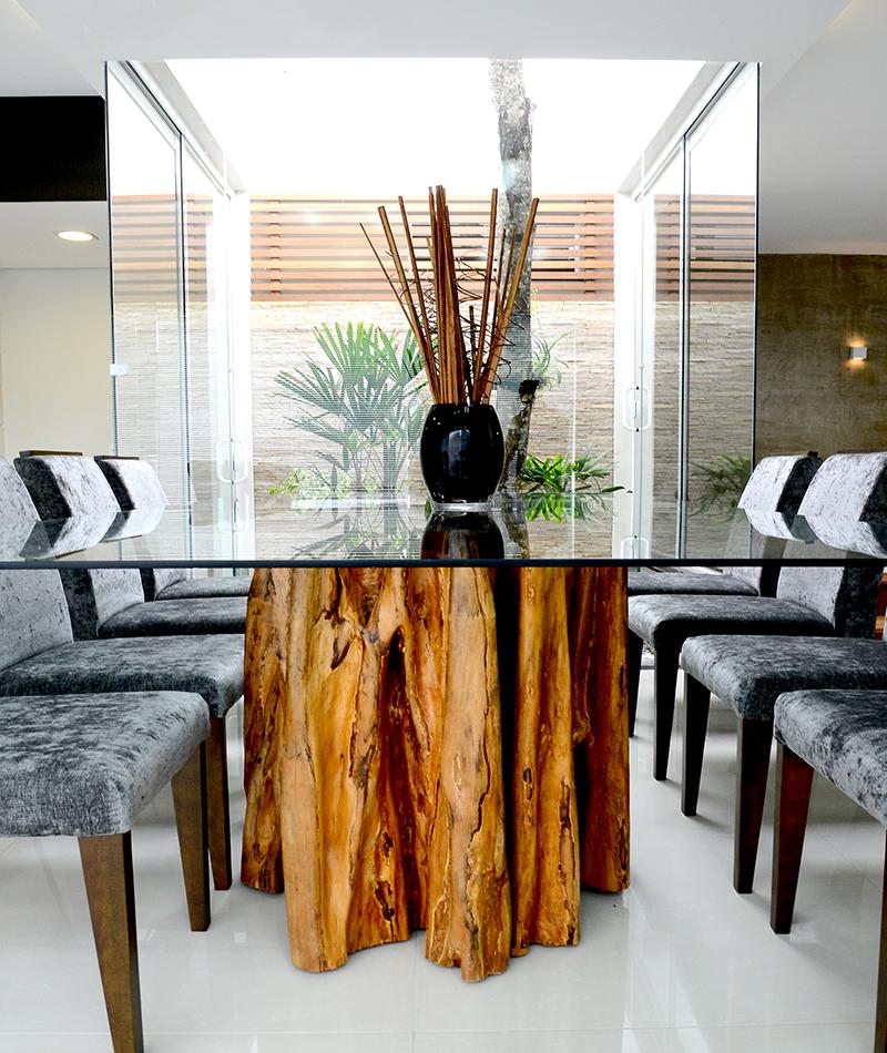 Detalhe de mesa executada com tronco de rvore rea de for Mesa de tronco
