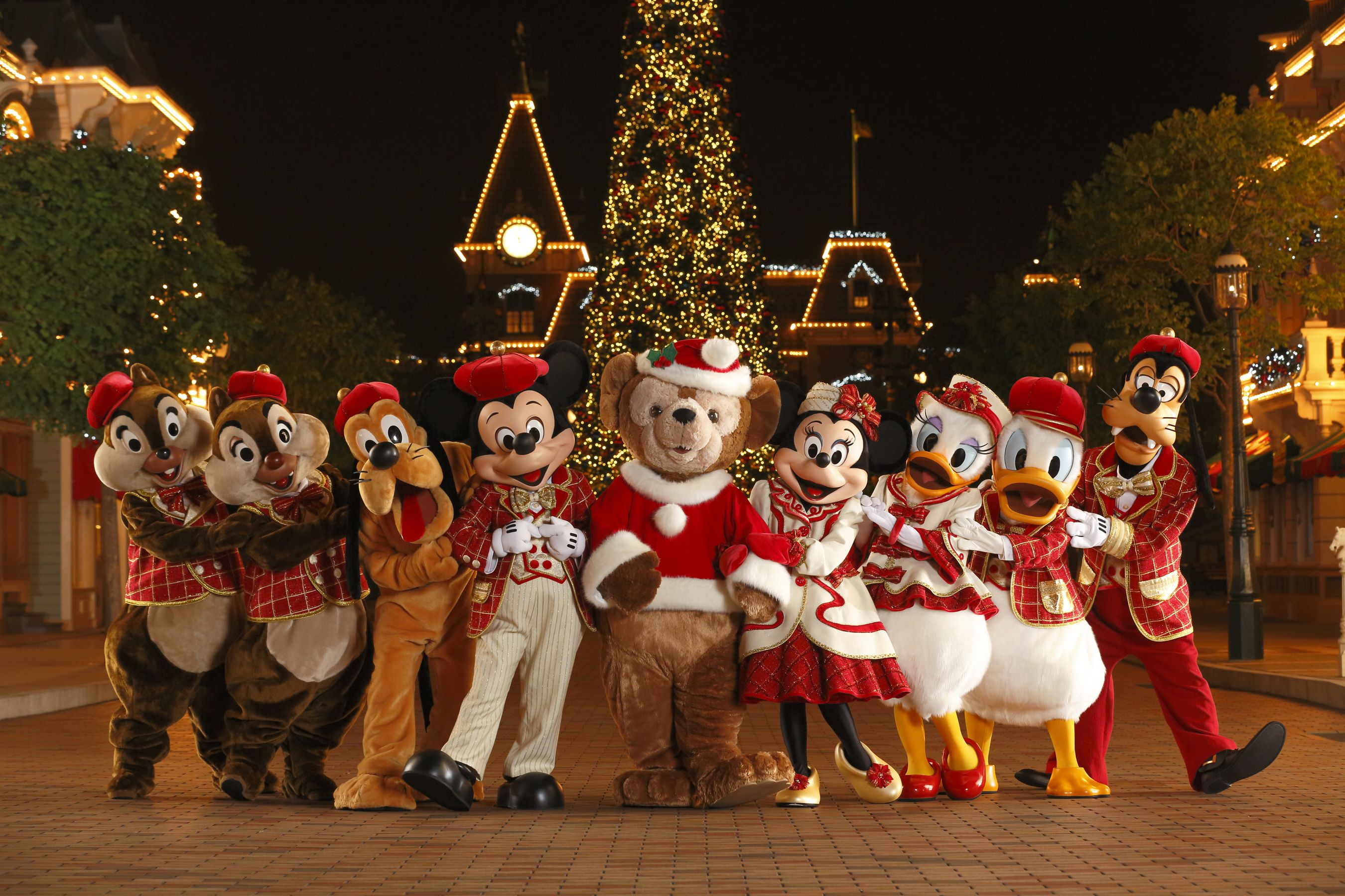 All Our Favorite Disney Charcters Wearing Their Christmas Costumes At Hk Disneyland Disney World Christmas Disney Christmas Disney Very Merry Christmas