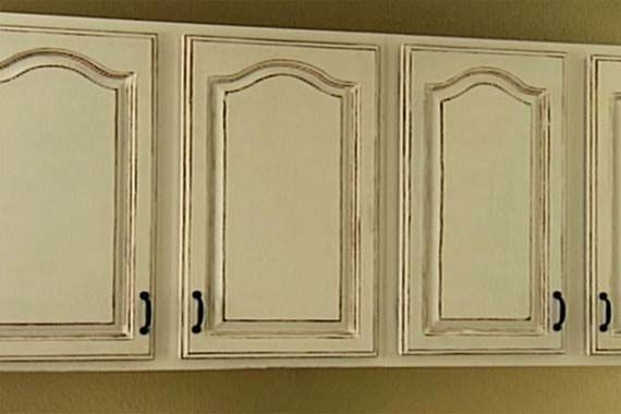 Antique White Kitchen Cabinets For Shabby Chic Style With Images Antique White Kitchen Cabinets Antique Kitchen Cabinets Antique White Kitchen