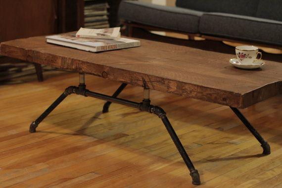 Table de salon en bois brut et acier. Modèle industriel/rustique/mid ...